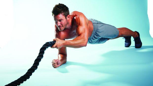 Kickback de tríceps en plancha