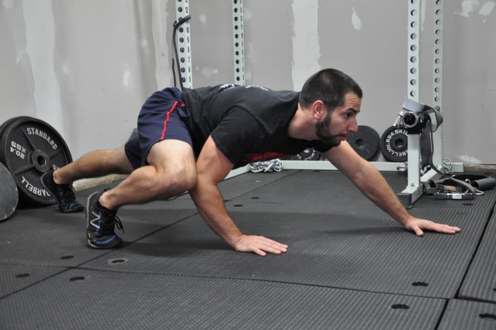 3 Entrenamientos Para Construir Músculo en Casa: Gateo de spiderman