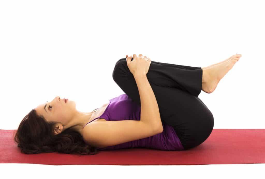 3 Consejos Para Acelerar La Recuperación Muscular: Estirón de rodilla alternado