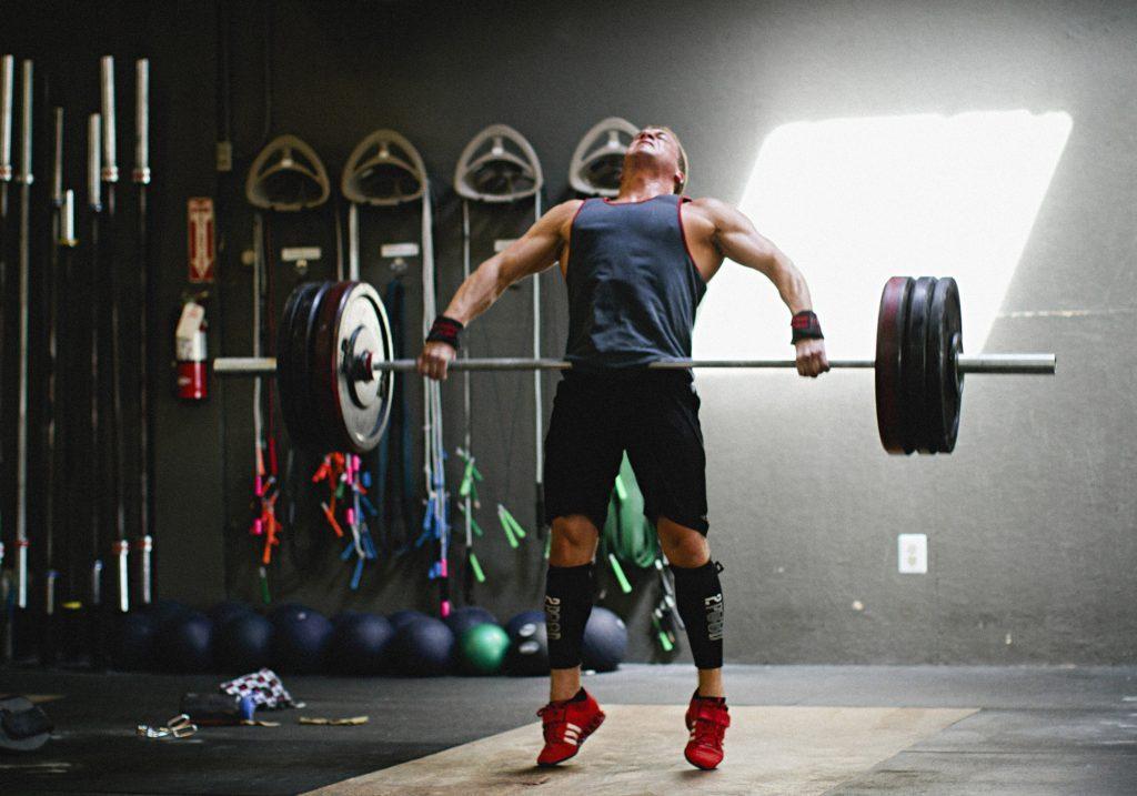 Como volverte más fuerte en 31 días: usa pesas y movimientos compuestos