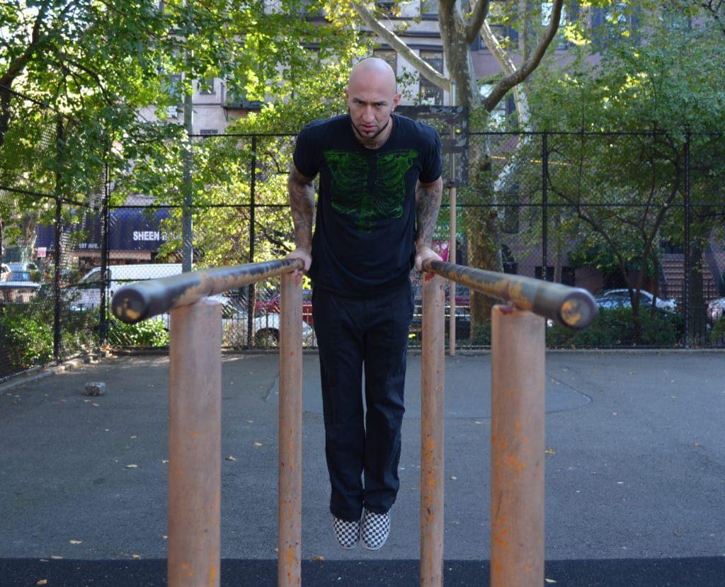 9 mejores movimientos compuestos para aumentar fuerza y tamaño: dips