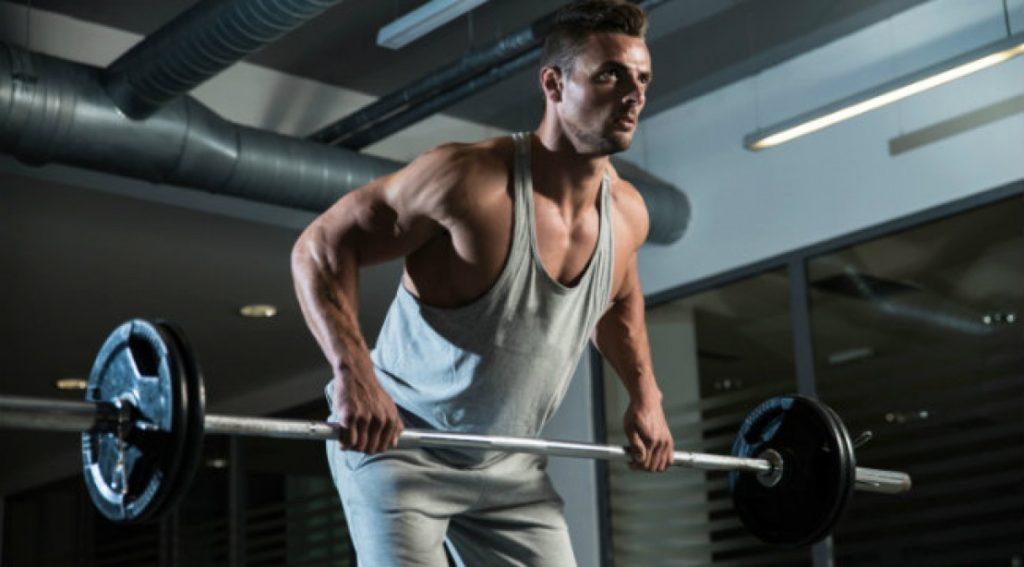 9 mejores movimientos compuestos para aumentar fuerza y tamaño: remo bentover