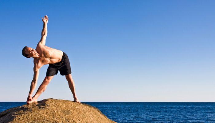 6 Razones por las cuales los hombres deberían hacer yoga