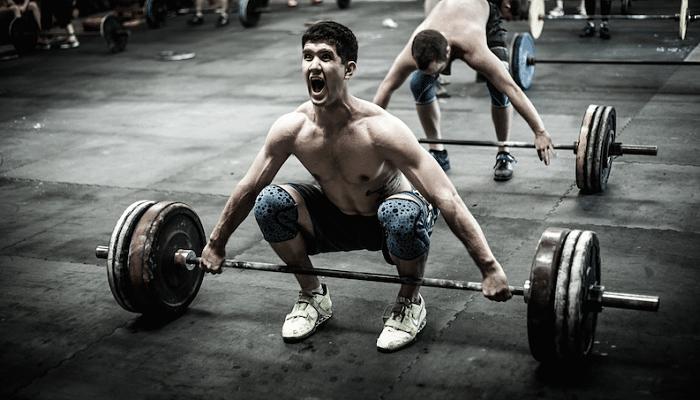 8 Razones por la cual levantar pesas te hace mejor