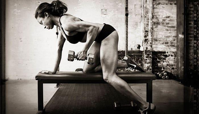 Razones por la cual levantar pesas te hace mejor en todo