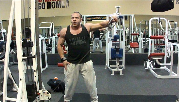 3 Formas de poner tus hombros modo crecimiento