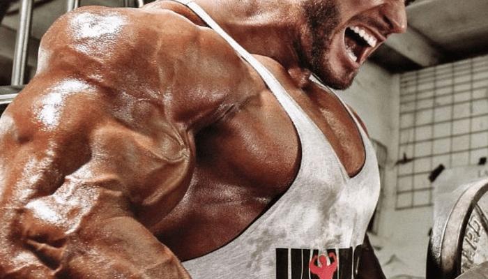 Fuerte entrenamiento con abundante peso