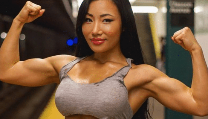 Mujer asiatica fitness