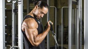 ejercicios de máquinas para bíceps